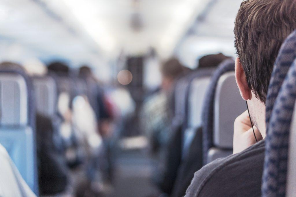 【空港搭乗手続き・これだけ④】「飛行機内」で聞かれる・使う英語・フレーズ