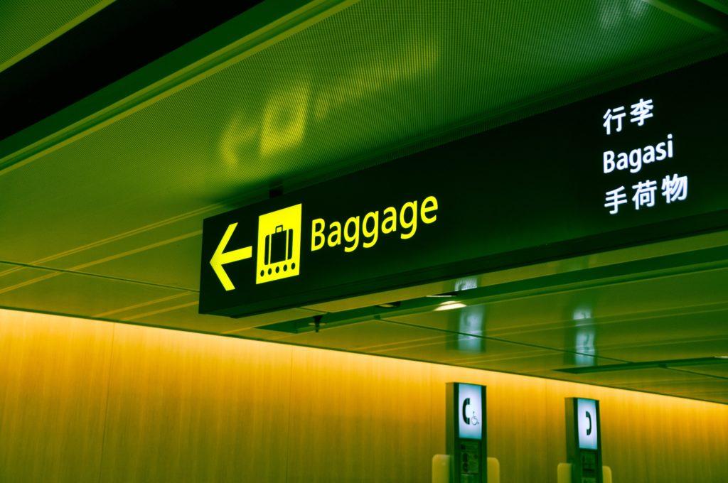【搭乗手続きの英語】空港で荷物を預ける